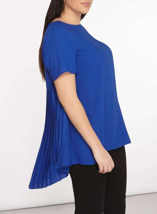 340d3edc3f975c Plus Size Pleated Back Blouse Outfit - Alexa Webb