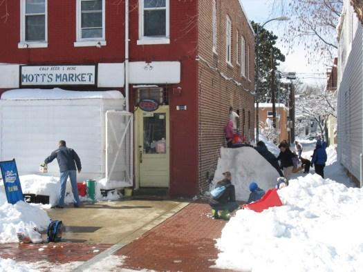 Makeshift sledding in the alley next to Mott's Market