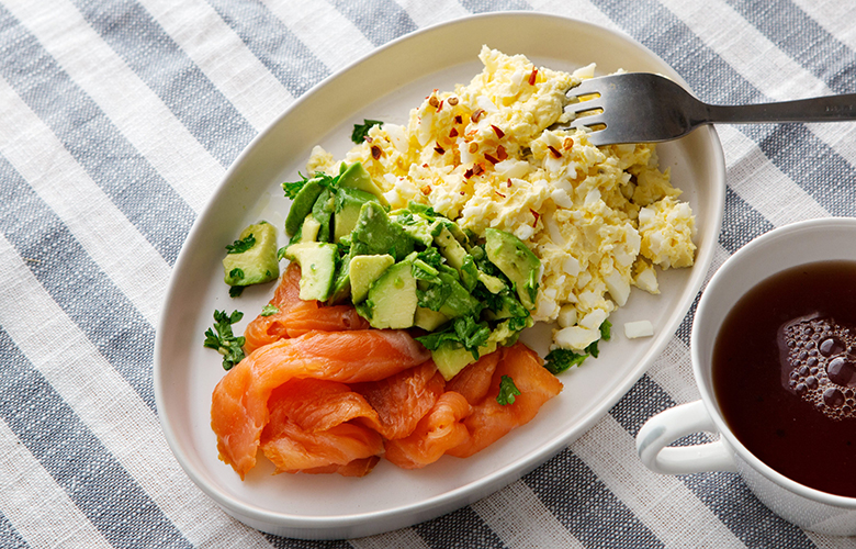 low carb breakfast idea: salmon and eggs