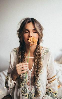 How to dress boho style - boho hair with pigtail braid