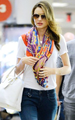 Miranda Kerr white t-shirt and colourful oversized scarf