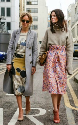 Grey oversized cashmere jumper/ sweater worn tucked into floral pink A-line skirt - shop the look