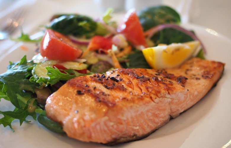 Top 5 ways to increase metabolism, omega-3 fatty acids, salmon on a bed of salad