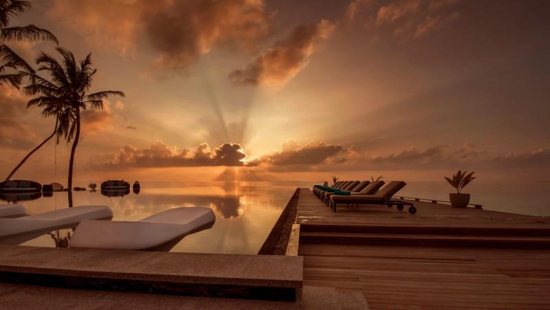Fushi Faru Fanihandhi Bar and Pool in the Maldives