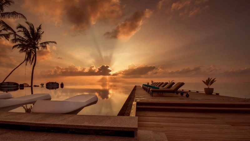 Fushi Faru Fanihandhi Bar and Pool in the Maldives