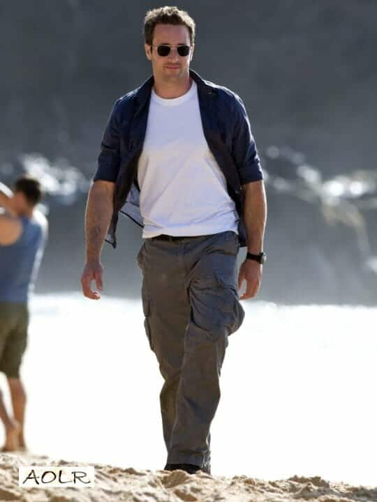 Alex O'Loughlin on beach of Hawaii Fiveo