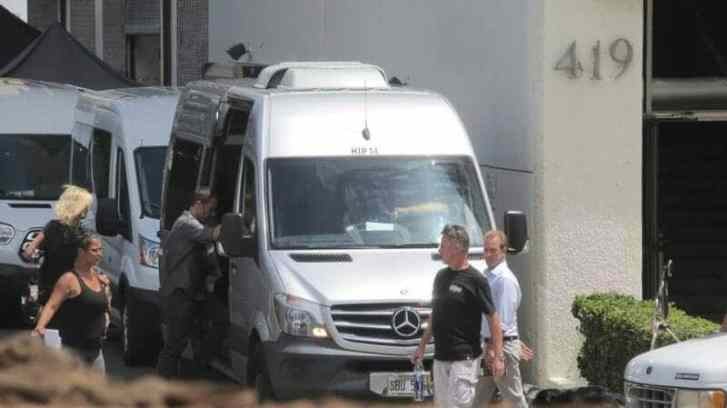 alex o'loughlin getting on van