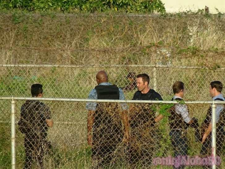 alex o'loughlin on hawaii five o set