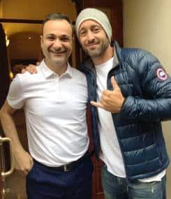 Alex O'loughlin and fan Roberto Araza
