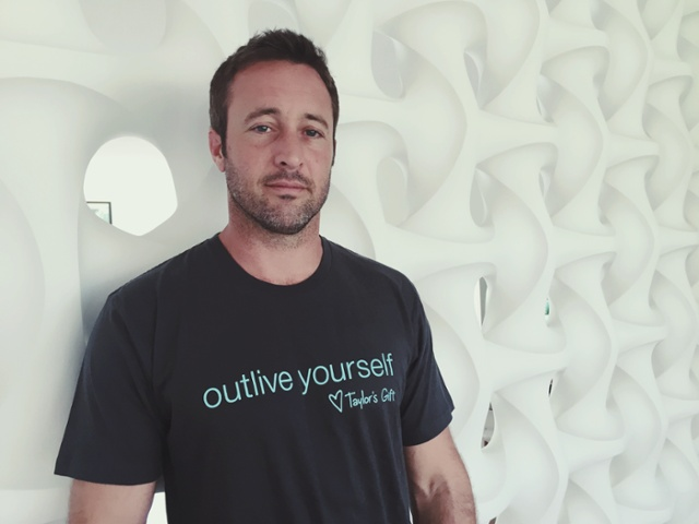 alex o'loughlin and taylors gift