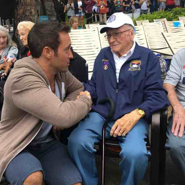 alex o'loughlin with pearl harbor veterans