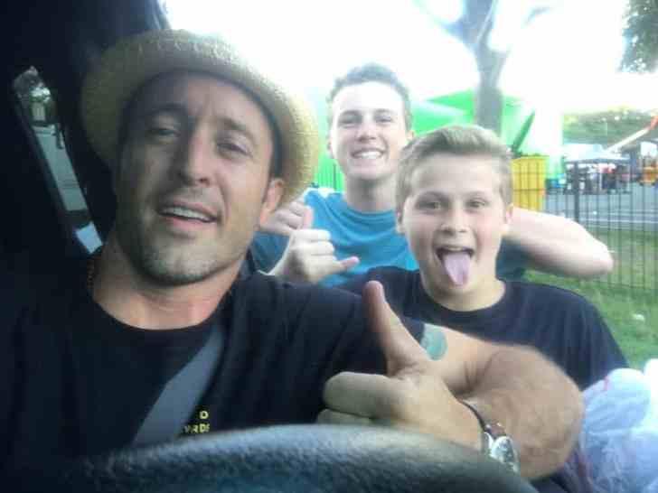 Alex O'Loughlin with kid fans