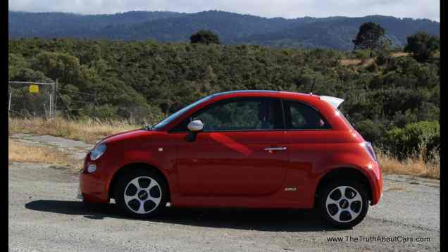 2013 Fiat 500e Electric Review and Road Test
