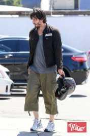 Keanu Reeves sorpreso all'uscita della palestra con una ragazza