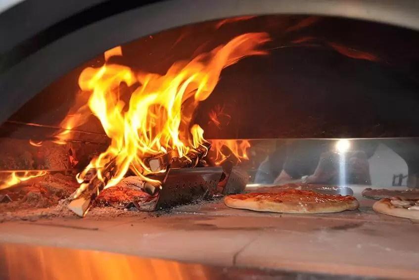 Video Tutorial Per Cuocere La Pizza Nel Forno A Legna Di