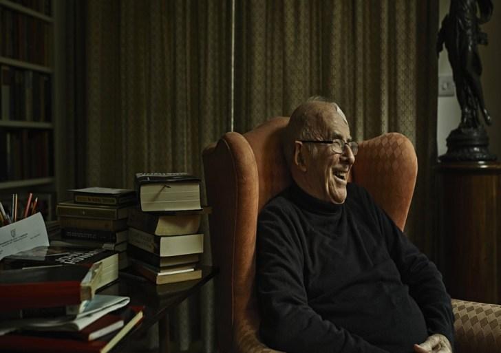 الحياة بعيون الموت: كلايف جيمس وقراءات أخيرة