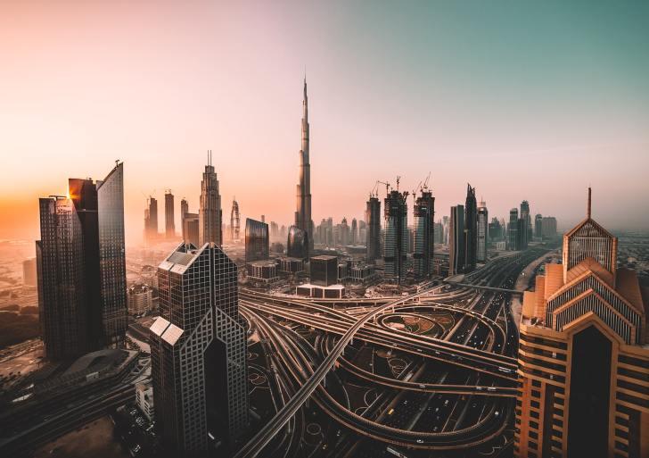 دور الجاليات الأوروبية في ترسيخ تغييب العدالة في دبي
