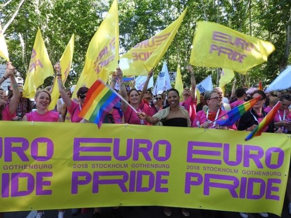 Hela delegationen i WorldPride Parade i Madrid 2017.