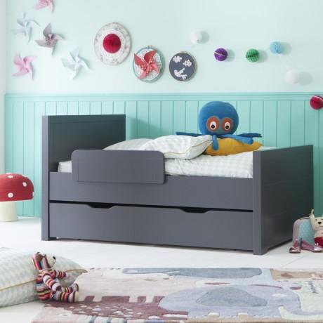 le lit enfant evolutif se transforme en