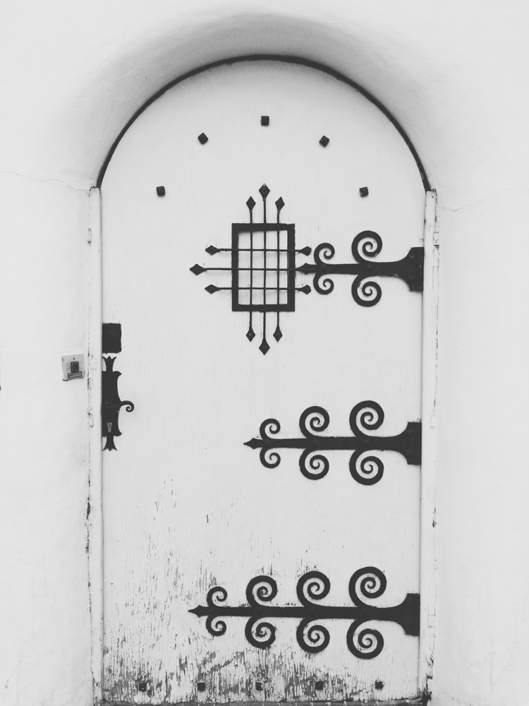 A door in Perpignan, France by Alfredo Liétor photography