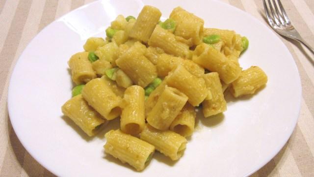 Spaghetti (o altra pasta) con aringa e fave (Baccelli)