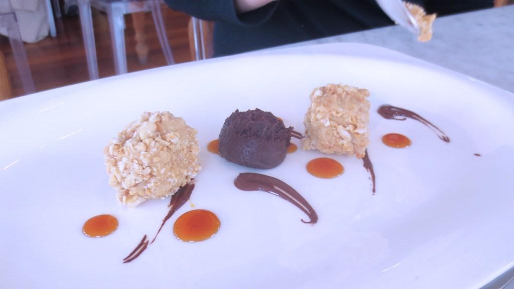 Pralinato di nocciole, cioccolato e caramello