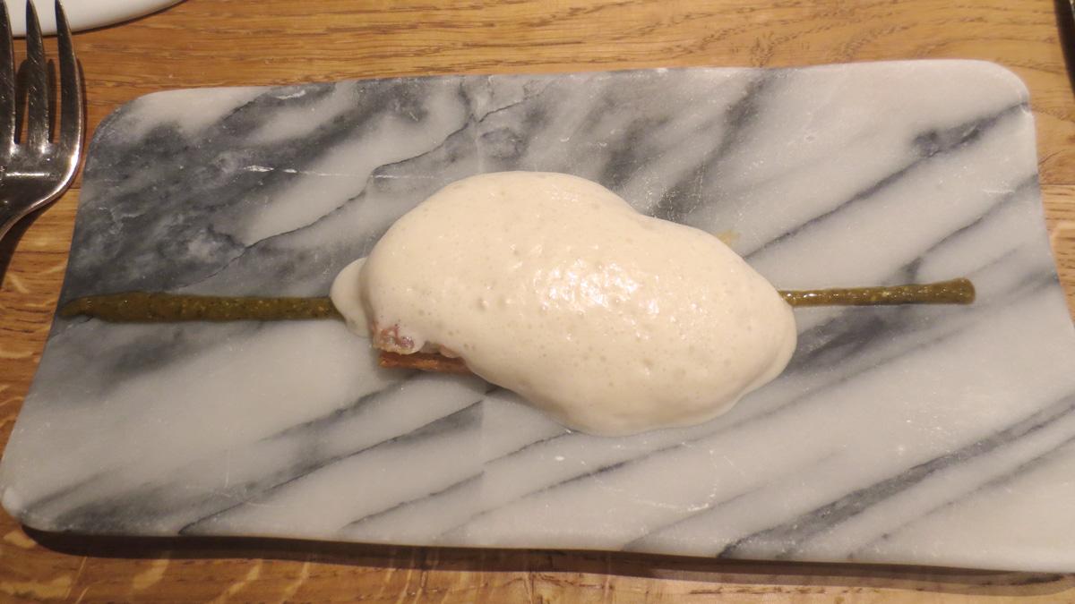 Canapè di anguilla glassata con salsa teriyaki