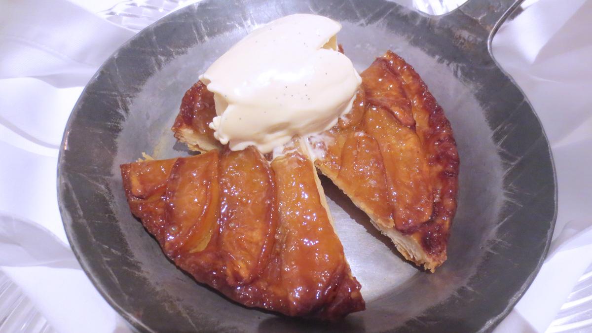 Tarte Tatin con gelato alla vaniglia