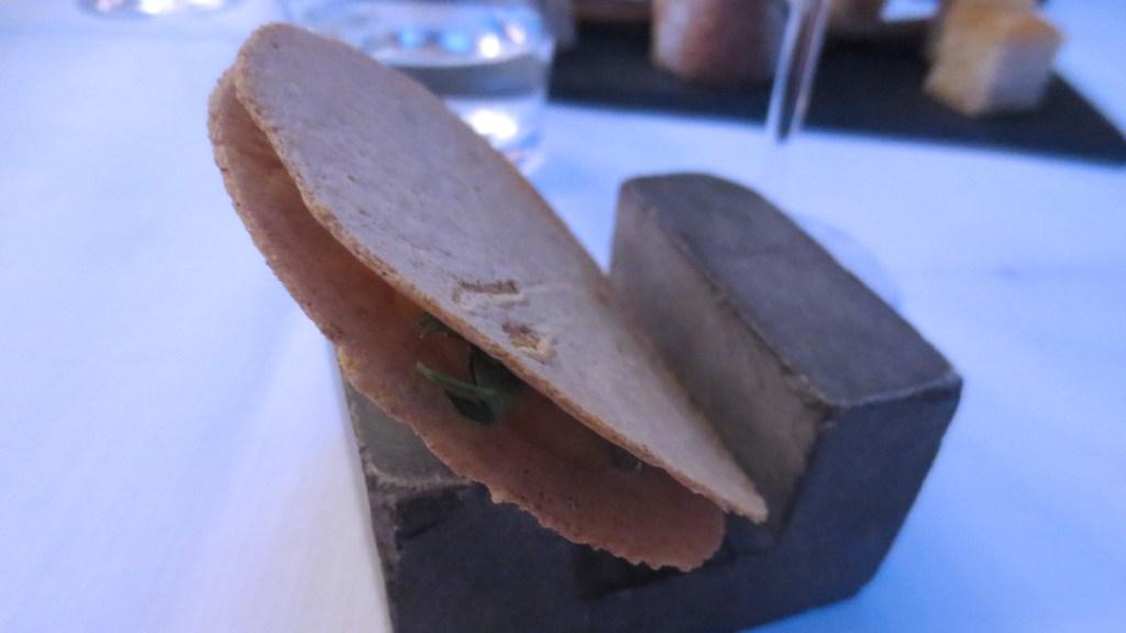 Cialda di grano saraceno con zucca, caprino e acciughe