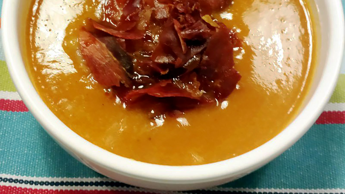 Gelatina di peperoni, gamberi e prosciutto croccante
