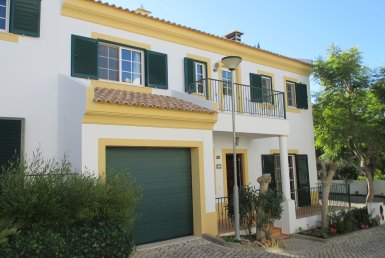 Spacious Townhouse Paderne for rent
