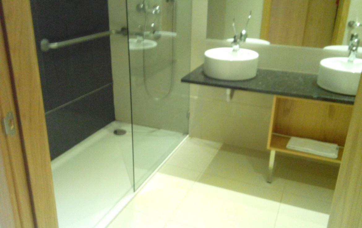 Modern 1-bedroom river view apartment in Parchal for rent