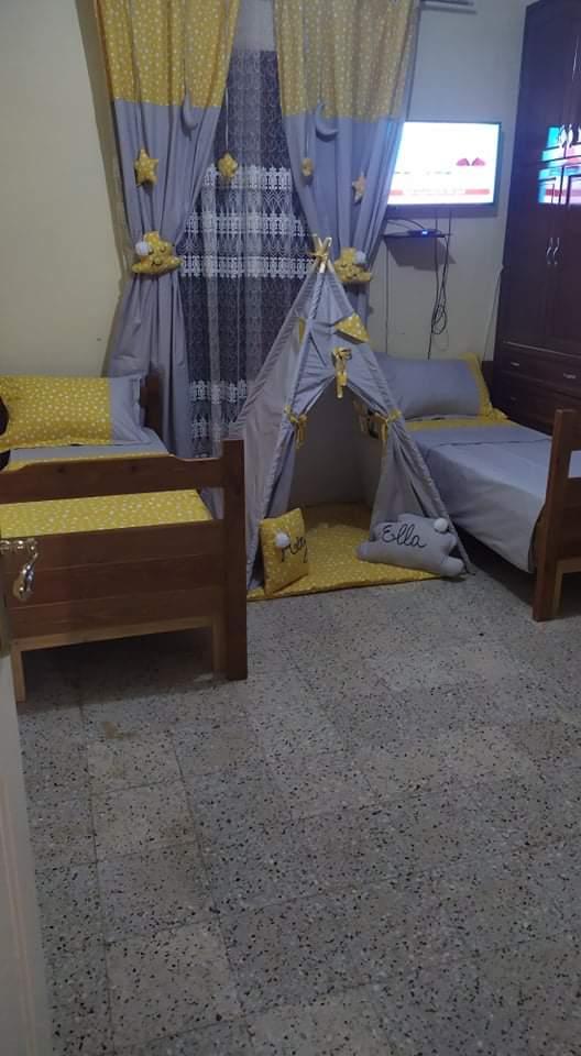 decor chambre pour enfant cache rideaux rideau le tipi accessoires rideau plus une parure de draps