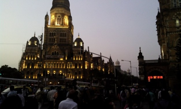 Parte 1, Viaje: Chhatrapati station