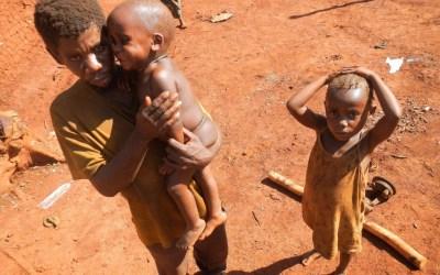 """La balanza del Bien y del Mal (Congo, con la ONG de minería en Oro """"Partnership Afrique Canadá"""")"""