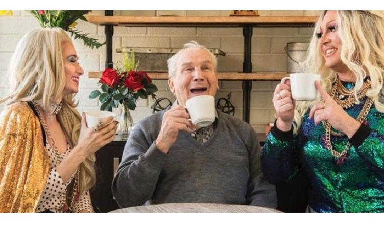 https://i2.wp.com/www.alguemavisa.com.br/wp-content/uploads/2018/10/lifes-a-drag-for-tacky-and-paris-and-the-old-folks-love-it_1-720x360.jpg?resize=752%2C440