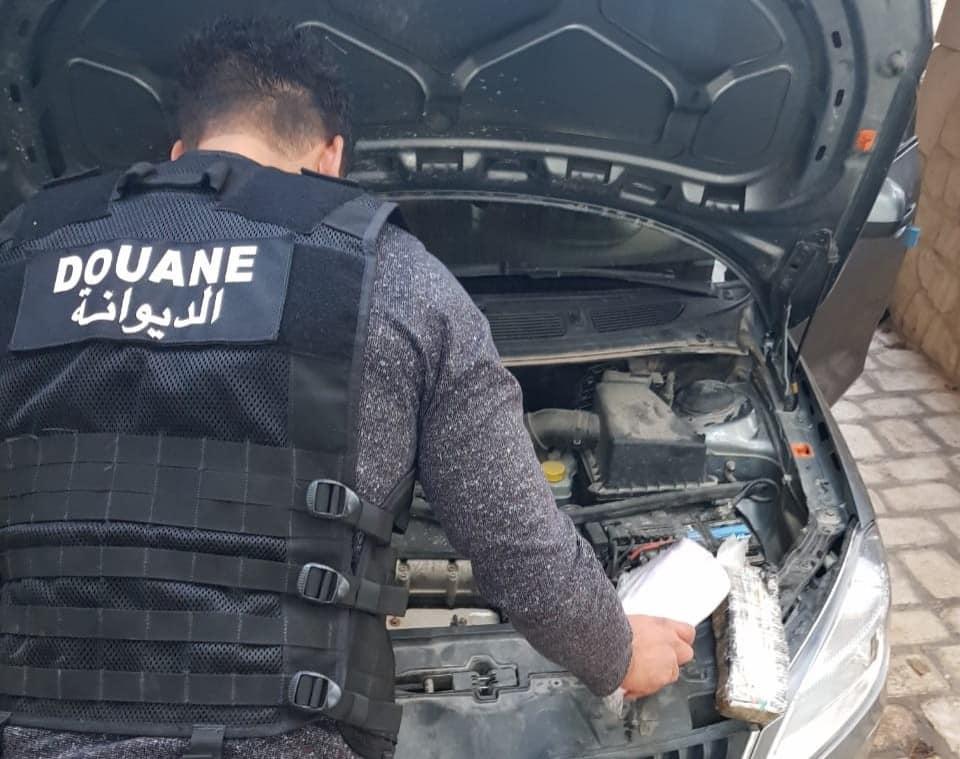 الحرس الديواني بسوسة يحبط محاولة تهريب 5 آلاف حبة دواء مخدّر نحو القطر الجزائري