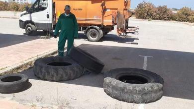 Photo of من وضع العجلات المطاطية أمام مدينة تكنولوجيا الاتصالات بحي الغزالة؟