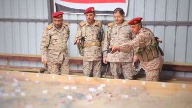 Photo of صاروخ باليستي يستهدف وزير الدفاع اليمني ورئيس أركان الجيش