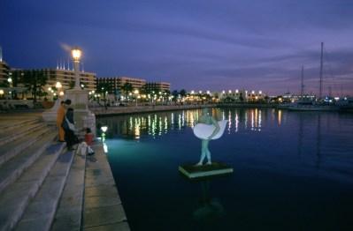 Detalle escultura en el puerto deportivo.Sculpture in the sports marina