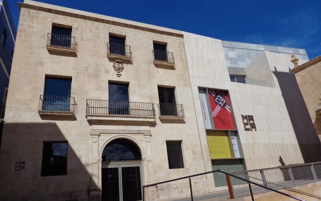 A walk along the old quarter of Alicante