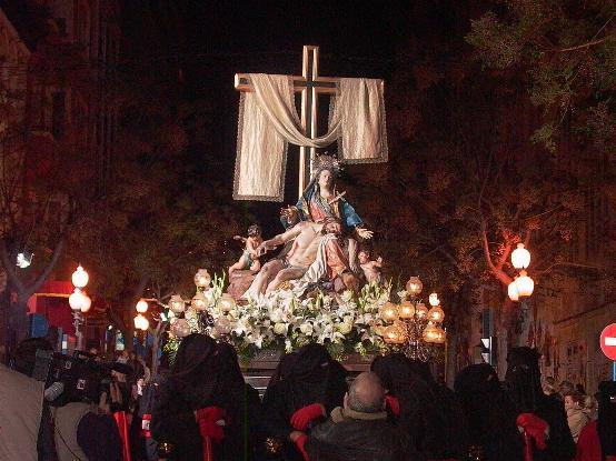 El paso más grande de España desfila el Jueves Santo en Alicante