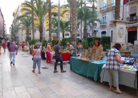 Mercado artesano en la Plaza de Santa Faz,. ARTESANOS PLAZA SANTÍSIMA FAZ