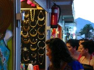 Feria de artesanía en la Explanada