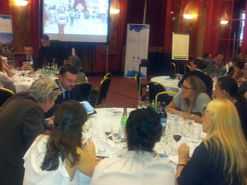 Alicante seduce en París a 40 agentes franceses de turismo mostrando el destino a través de los sentidos