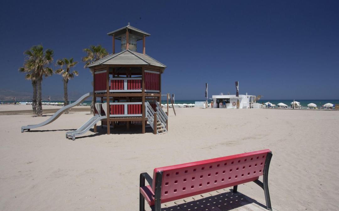 El nuevo contrato de mantenimiento de las playas garantiza un retén de guardia durante todo el año