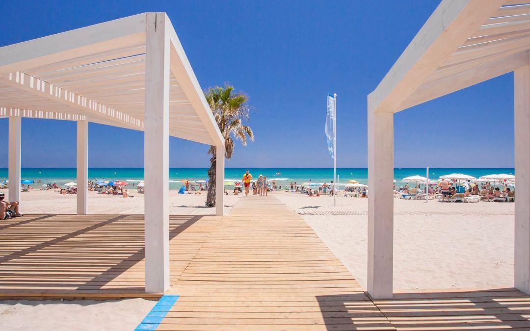 El Patronato Municipal de Turismo y Playas estudia la posibilidad de utilizar redes para proteger las playas
