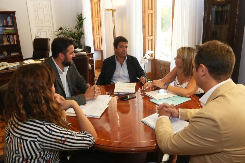 La concejala de Turismo y el presidente de la Diputación acuerdan sumar esfuerzos para que Alicante sea puerto base de cruceros