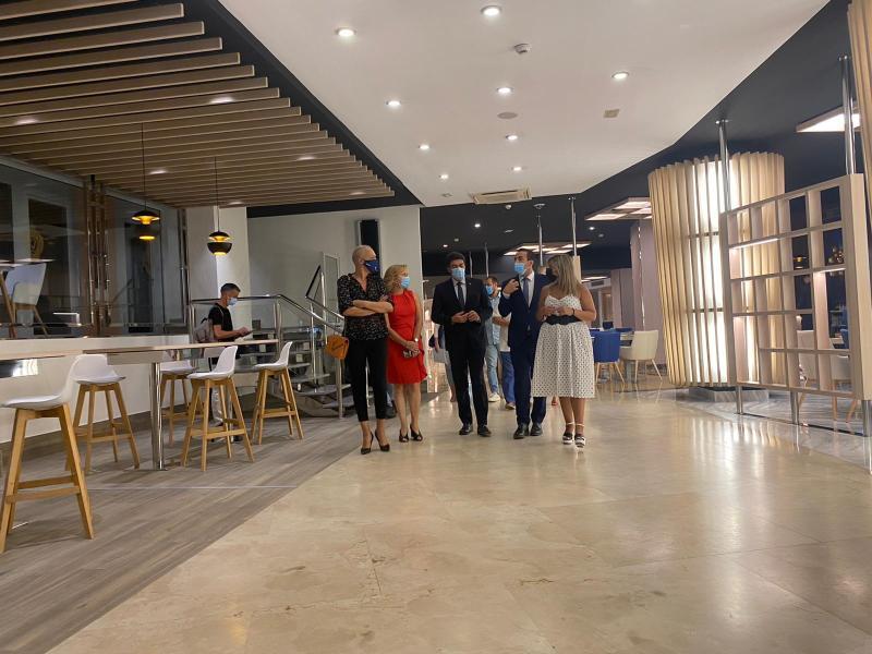 Alcalde y vicealcaldesa constatan que el turismo en Alicante aguanta mejor de lo esperado en los meses de verano pese al Covid