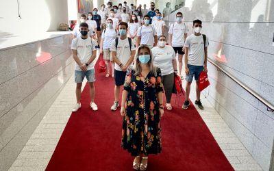 La vicealcaldesa Mª Carmen Sánchez recibe a los 42 informadores de las playas de Alicante